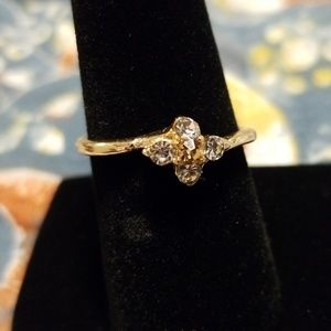 Flower ring orange middle stone